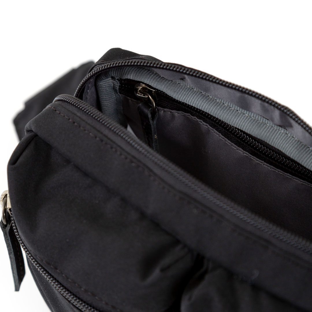 Hip Pack Black x Logo Mostaza